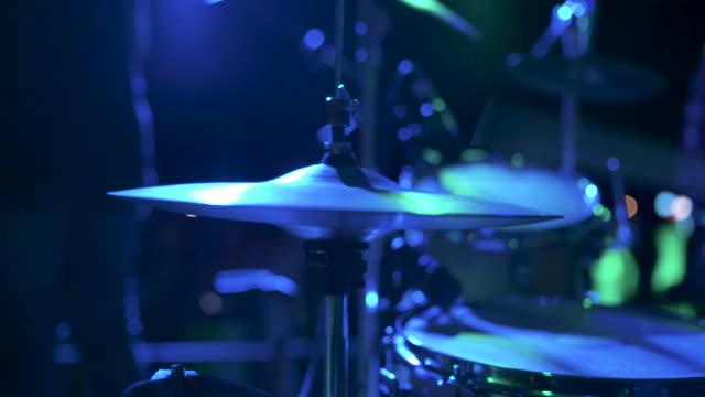 trummisen spelar stock video - trumset bildbanksvideor och videomaterial från bakom kulisserna