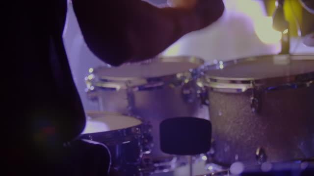 trummisen spelar - trumset bildbanksvideor och videomaterial från bakom kulisserna