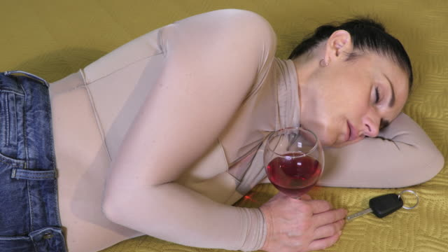 Drunk woman sleeping near car key.Don`t drink and drive concept - vídeo