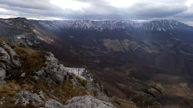 kuru dağ - suva planina - sırbistan stok videoları ve detay görüntü çekimi