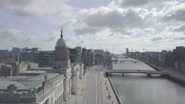 stockvideo's en b-roll-footage met 11. dublin city centre - liffy - georges quay - mansion house - reverse - lockdown