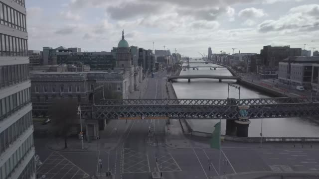 stockvideo's en b-roll-footage met 10. dublin city centre - liffy - georges quay - mansion house - lockdown