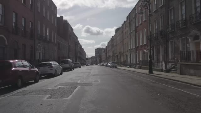 stockvideo's en b-roll-footage met 14. dublin city centre - north great georges street - empty street - lockdown