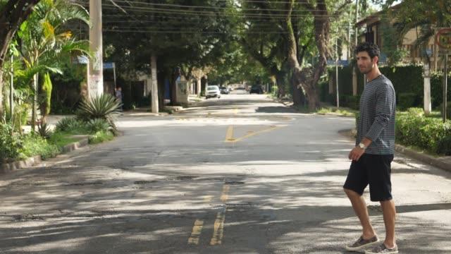 おい横断道路 - 全身点の映像素材/bロール