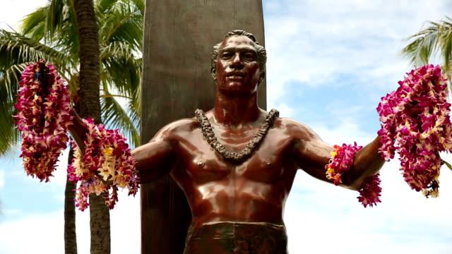 Duke Kahanamoku Statue, Waikiki Beach, Honolulu, Oahu, Hawaii video