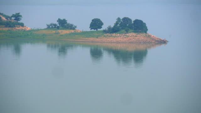 dulhara damm in chattisgarh indien - himachal pradesh stock-videos und b-roll-filmmaterial