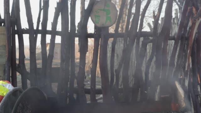 çöp konteyneri yangını - dumpster fire stok videoları ve detay görüntü çekimi