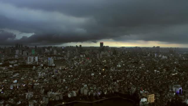 dämmerung steigt von der stadt hanoi ab - bevölkerungsexplosion stock-videos und b-roll-filmmaterial