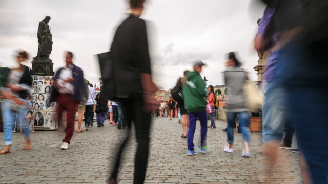 vidéos et rushes de crépuscule de pont charles - saint nicolas