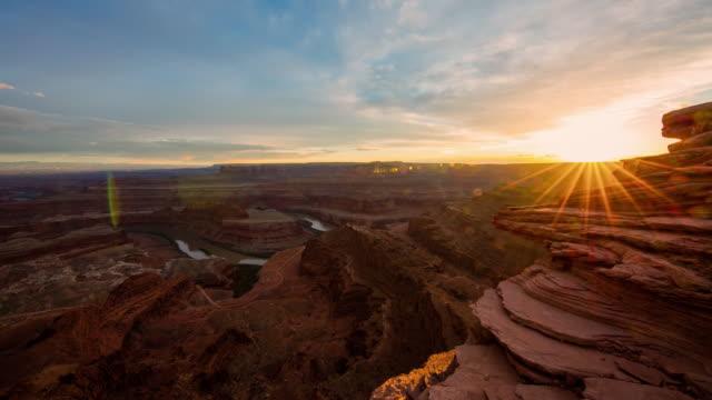 vídeos de stock e filmes b-roll de t/l 8k dusk over the canyonlands national park - vale