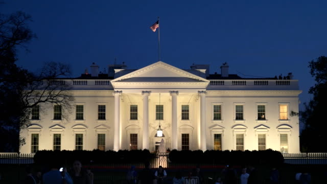 stockvideo's en b-roll-footage met schemering schot van de noordkant van het witte huis in washington - white house