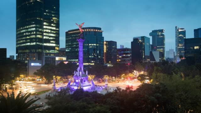 Anochecer al lapso de tiempo de la ciudad de México de noche - vídeo