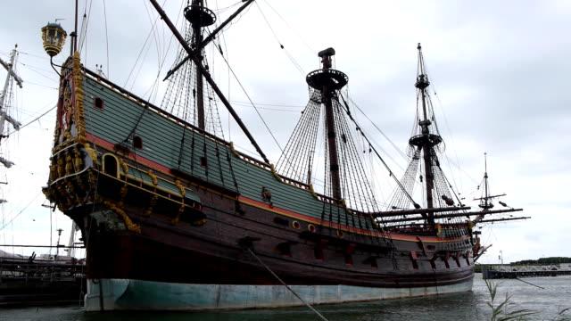 dutch historic ship in harbor, side view - segelfartyg bildbanksvideor och videomaterial från bakom kulisserna