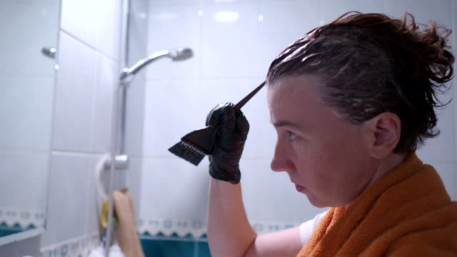 vídeos de stock e filmes b-roll de dying hair - matéria corante
