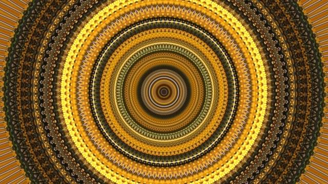 vídeos y material grabado en eventos de stock de antecedentes dinámica con movimientos de caleidoscopio formando zig-zag y espiral con círculos de giro se convierte en naranja, marrón y amarillo colores - mandala