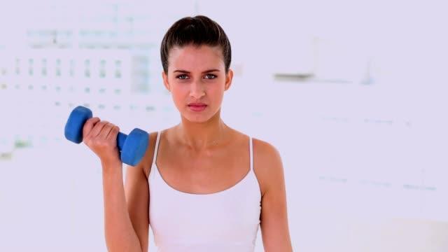 stockvideo's en b-roll-footage met dynamic attractive woman exercising with dumbbels - zwart haar