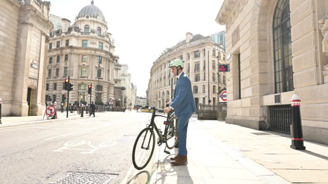 Early 30s British white collar worker commuting by bicycle
