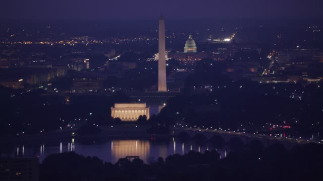 early morning aerial view of the lincoln memorial, washington monument and capitol building. - governo video stock e b–roll