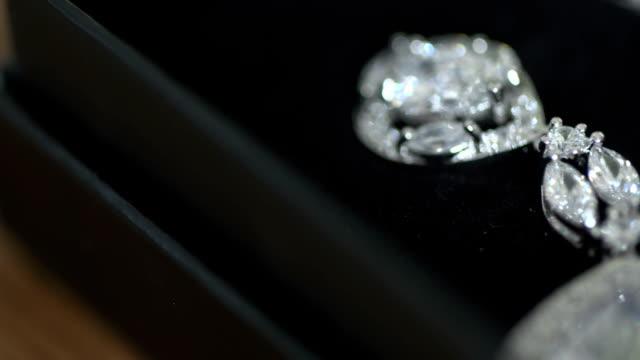 結婚式中にジュエリー ボックス ピアス ビデオ