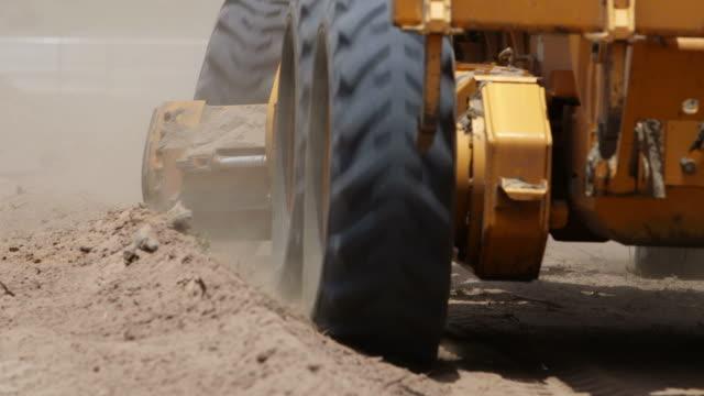 earth mover - excavator bildbanksvideor och videomaterial från bakom kulisserna