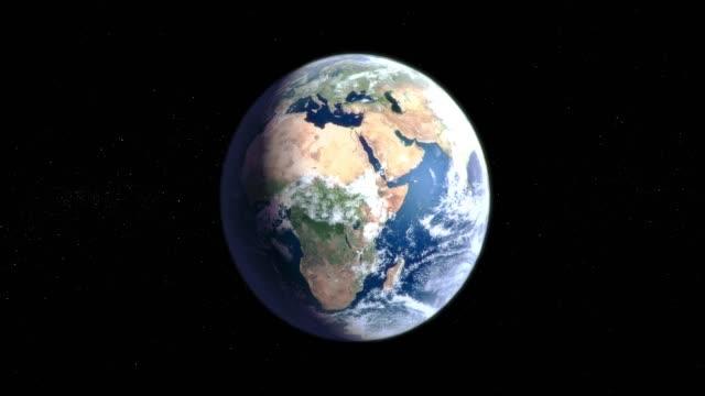 земля вращается вокруг своей оси в черном пространстве - континент географический объект стоковые видео и кадры b-roll