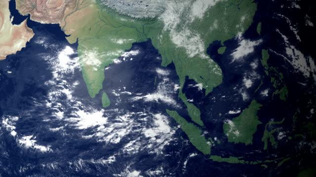terra ingrandimento sulla birmania (con alfa opaco) - naypyidaw video stock e b–roll