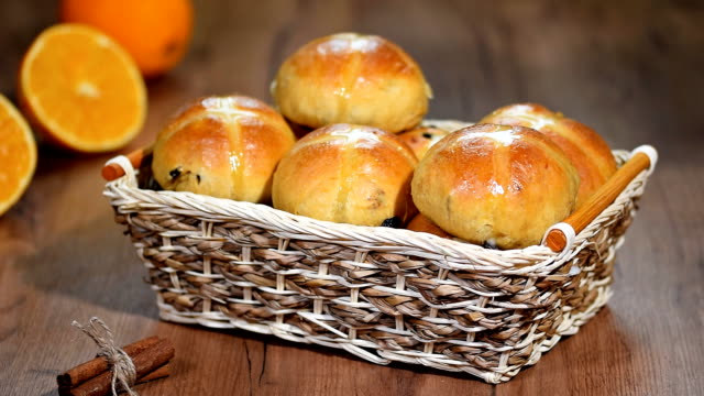 Easter Hot Cross Buns in a Basket video