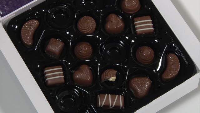 食事のチョコレートボックス - バレンタイン チョコ点の映像素材/bロール