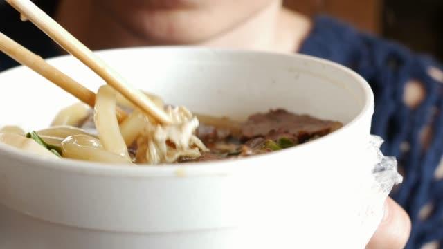 äta mian tang soppa - misosås bildbanksvideor och videomaterial från bakom kulisserna