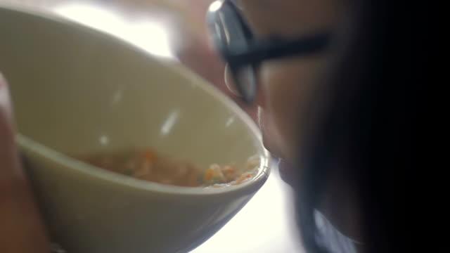 Eating ramen noodles, Slow motion video