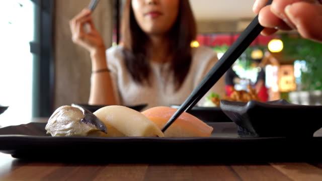 Comer Sushi POV - vídeo