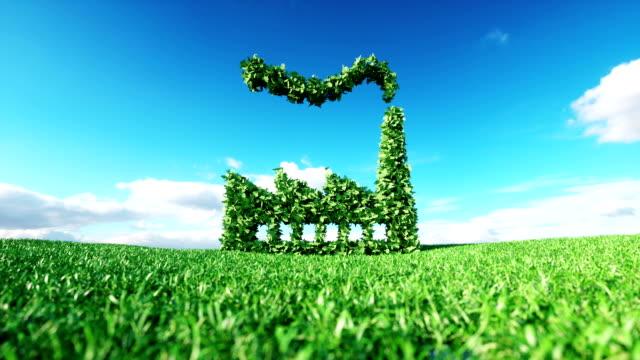 Clip de eco amigable de la industria. Render 3D de icono de fábrica verde prado de fresca primavera con cielo azul de fondo. - vídeo