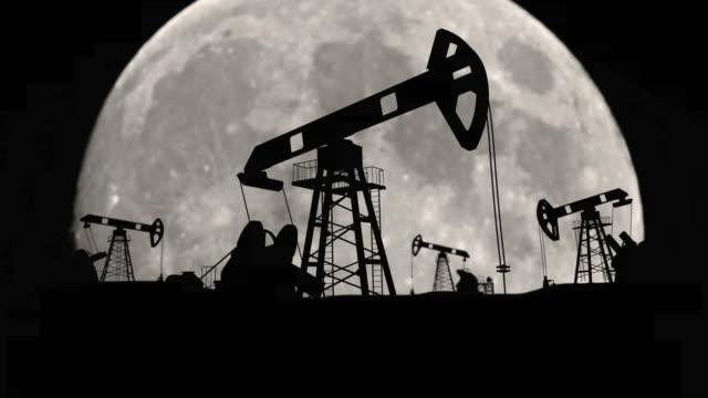 vídeos y material grabado en eventos de stock de ecología fábrica de petróleo de petróleo en la planta terrestre etapa unidades de petróleo - tubería