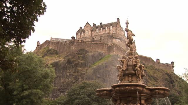 vídeos de stock, filmes e b-roll de castelo de edimburgo-hd & pal 2 - castelo