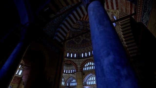 edirne osmanlı muhteşem selimiye camii iç 4 - kubbe stok videoları ve detay görüntü çekimi