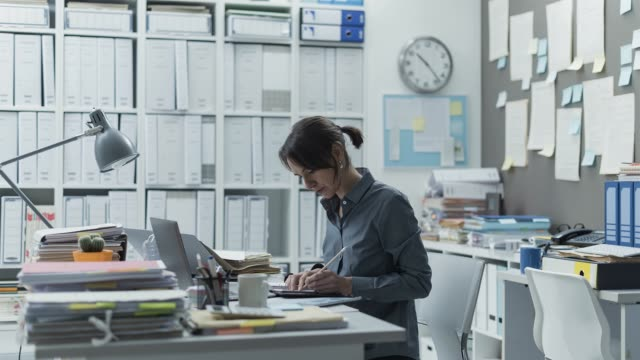 efficient multitasking businesswoman working in the office, she is productive and skilled, video timelapse - stress emotivo video stock e b–roll