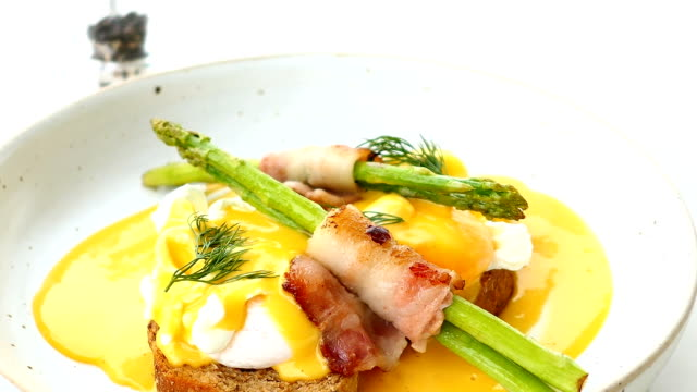 Eggs benedict with bacon twist asparagus video