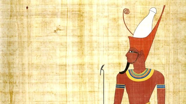 Faraón egipcio con la doble corona en un fondo papiro - vídeo