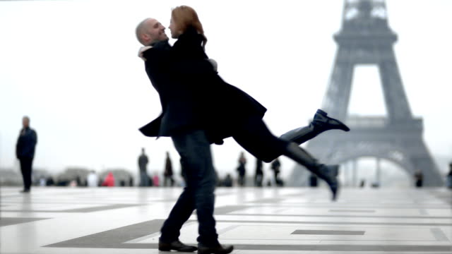 Eiffel Kissies video