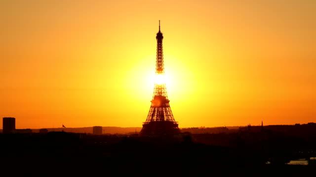 eiffel tower sunset - torre eiffel video stock e b–roll