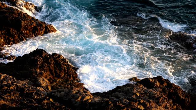 vídeos y material grabado en eventos de stock de el cotillo durante puesta del sol, playa sur y el tostón - fuerteventura - basalto
