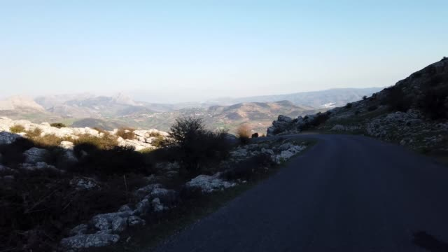 el torcal de antequera, andalusia, spain, near antequera, province malaga. - spektakularny krajobraz filmów i materiałów b-roll