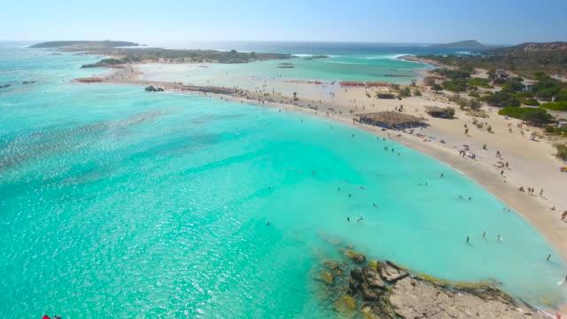 vídeos y material grabado en eventos de stock de laguna de elafonisi. creta, grecia. aerial drone disparó. - grecia europa del sur
