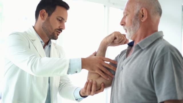 Elbow pain examination. video