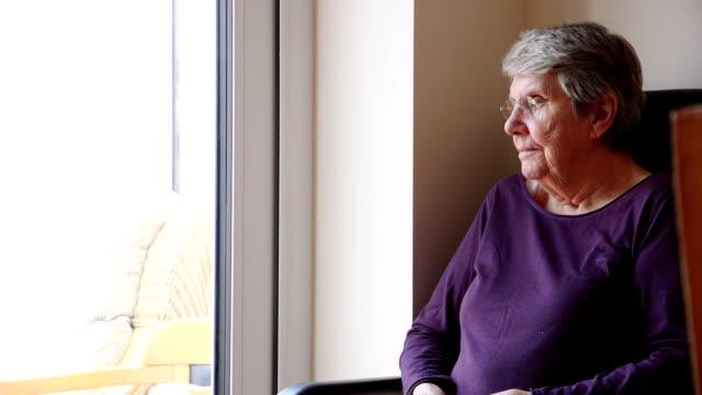 vídeos de stock e filmes b-roll de elderly woman sitting alone - old lady