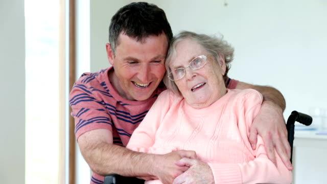 Mujer de edad avanzada - vídeo