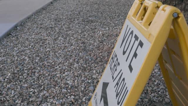 vídeos y material grabado en eventos de stock de signo de votación electoral - inauguration