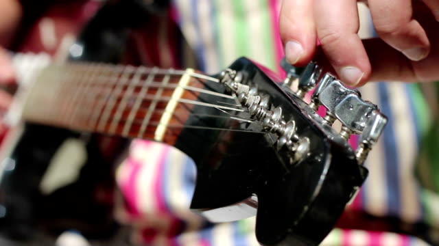 Electric Guitar Manually Tune Up video