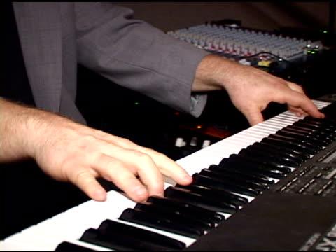 vidéos et rushes de piano électrique (ntsc – dv - synthétiseur