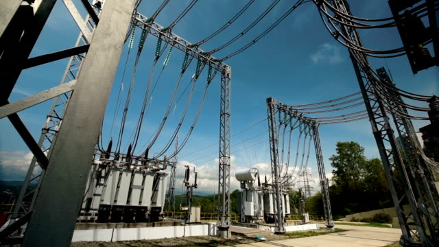 electric power station. power lines - cavo componente elettrico video stock e b–roll